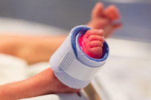 NICUの超低出生体重児、超未熟児の赤ちゃん