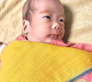 早産で未熟児の赤ちゃんとガーゼハンカチ