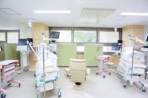 神奈川県立こども医療センターNICUの保育器